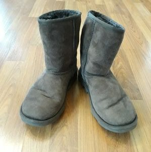 Uggs short brown boots